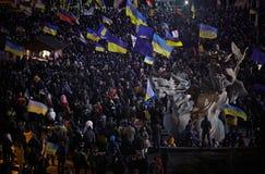 Mucha gente en Maidan Nezalezhnosti durante la revolución en Ucrania Imágenes de archivo libres de regalías