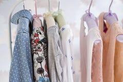 Mucha ropa foto de archivo