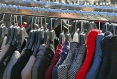 Mucha ropa de la ejecución del invierno para la venta Fotografía de archivo libre de regalías