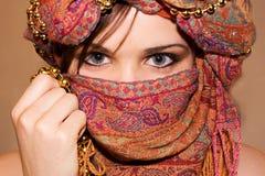 Muchacha árabe con los ojos expresivos Imagen de archivo