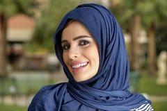 Muchacha árabe de la belleza sensual con el hijab Fotografía de archivo
