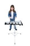 Muchacha (7 años) que juega las Belces Imágenes de archivo libres de regalías