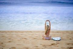 Muchacha 8 de la persona que practica surf Imagen de archivo