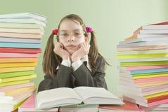 Muchacha aburrida de la escuela que se sienta en el vector Fotos de archivo
