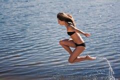 Muchacha acrobática joven Imágenes de archivo libres de regalías