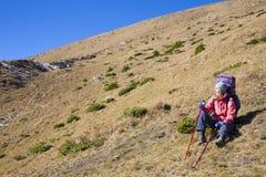 Muchacha activa con una mochila Fotografía de archivo libre de regalías