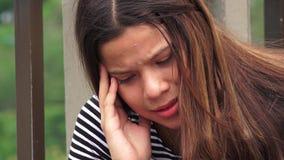 Muchacha adolescente afligida o desesperada Foto de archivo libre de regalías