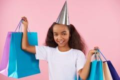 Muchacha adolescente afroamericana en sombrero festivo Imágenes de archivo libres de regalías