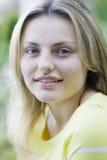 Muchacha adolescente al aire libre Imagenes de archivo