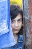 Muchacha adolescente al aire libre en el campo Foto de archivo libre de regalías