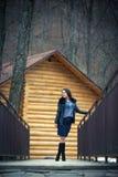 Muchacha adolescente al aire libre en invierno Foto de archivo libre de regalías