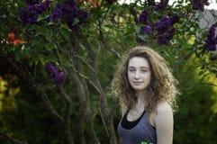 Muchacha adolescente al aire libre en verano Foto de archivo libre de regalías