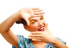 Muchacha adolescente alegre hermosa con las pecas y el maquillaje amarillo Fotografía de archivo libre de regalías