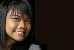 Muchacha adolescente asiática sonriente Fotografía de archivo