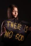 Muchacha adolescente atea que sostiene una bandera con la inscripción Fotos de archivo libres de regalías