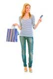 Muchacha adolescente atractiva con los bolsos de compras Foto de archivo libre de regalías