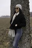 Muchacha adolescente caucásica sueca hermosa con las gafas de sol Imagen de archivo libre de regalías