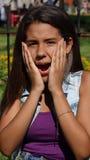 Muchacha adolescente chocada o sorprendida Foto de archivo