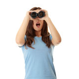 Muchacha adolescente con binocular Imagen de archivo libre de regalías