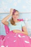 Muchacha adolescente con dolor de cabeza Fotografía de archivo libre de regalías
