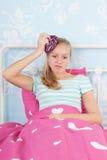 Muchacha adolescente con dolor de cabeza Fotografía de archivo
