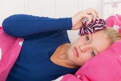 Muchacha adolescente con dolor de cabeza Imagen de archivo
