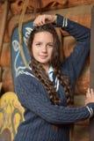 Muchacha adolescente con dos trenzas Imagenes de archivo