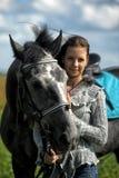 Muchacha adolescente con el caballo Fotos de archivo libres de regalías