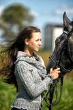 Muchacha adolescente con el caballo Fotografía de archivo