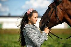 Muchacha adolescente con el caballo Fotografía de archivo libre de regalías
