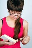 Muchacha adolescente con el libro Fotografía de archivo