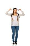 Muchacha adolescente con el libro sobre su cabeza Imagen de archivo libre de regalías