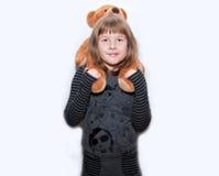 Muchacha adolescente con el oso del juguete Imagenes de archivo