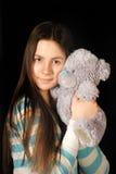 Muchacha adolescente con el oso del peluche Fotografía de archivo