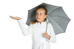 Muchacha adolescente con el paraguas Imagen de archivo libre de regalías