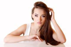 Muchacha adolescente con el pelo marrón largo hermoso Imagen de archivo