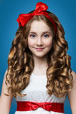 Muchacha adolescente con el pelo rizado Imagen de archivo