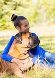 Muchacha adolescente con el perro Fotos de archivo