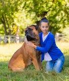Muchacha adolescente con el perro Imagenes de archivo