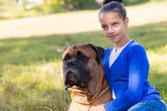 Muchacha adolescente con el perro Imagen de archivo libre de regalías
