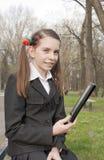 Muchacha adolescente con el programa de lectura del e-libro Foto de archivo libre de regalías