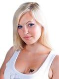 Muchacha adolescente con el tatuaje Imagen de archivo