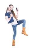 Muchacha adolescente con el teléfono y los auriculares Imagen de archivo libre de regalías