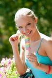Muchacha adolescente con helado Imagen de archivo libre de regalías