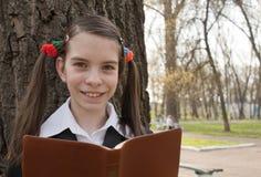 Muchacha adolescente con la biblia Imágenes de archivo libres de regalías