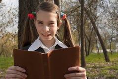 Muchacha adolescente con la biblia Foto de archivo libre de regalías