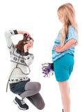 Muchacha adolescente con la cámara retra en un fondo blanco Fotos de archivo libres de regalías