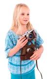 Muchacha adolescente con la cámara retra en un fondo blanco Imagen de archivo libre de regalías