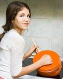 Muchacha adolescente con la cacerola Fotografía de archivo