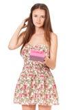 Muchacha adolescente con la caja de regalo Fotografía de archivo